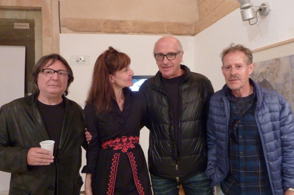 D'esquerra a dreta l'artista Carles Fabregat, Mònica Fuster, i els artistes Joaquim Seguí i Carles Guasch