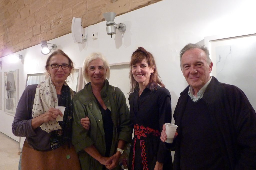 Katja Micus del espai Micus, Elena Ruiz directora del MACE, Mònica Fuster y el poeta Julio Herranz