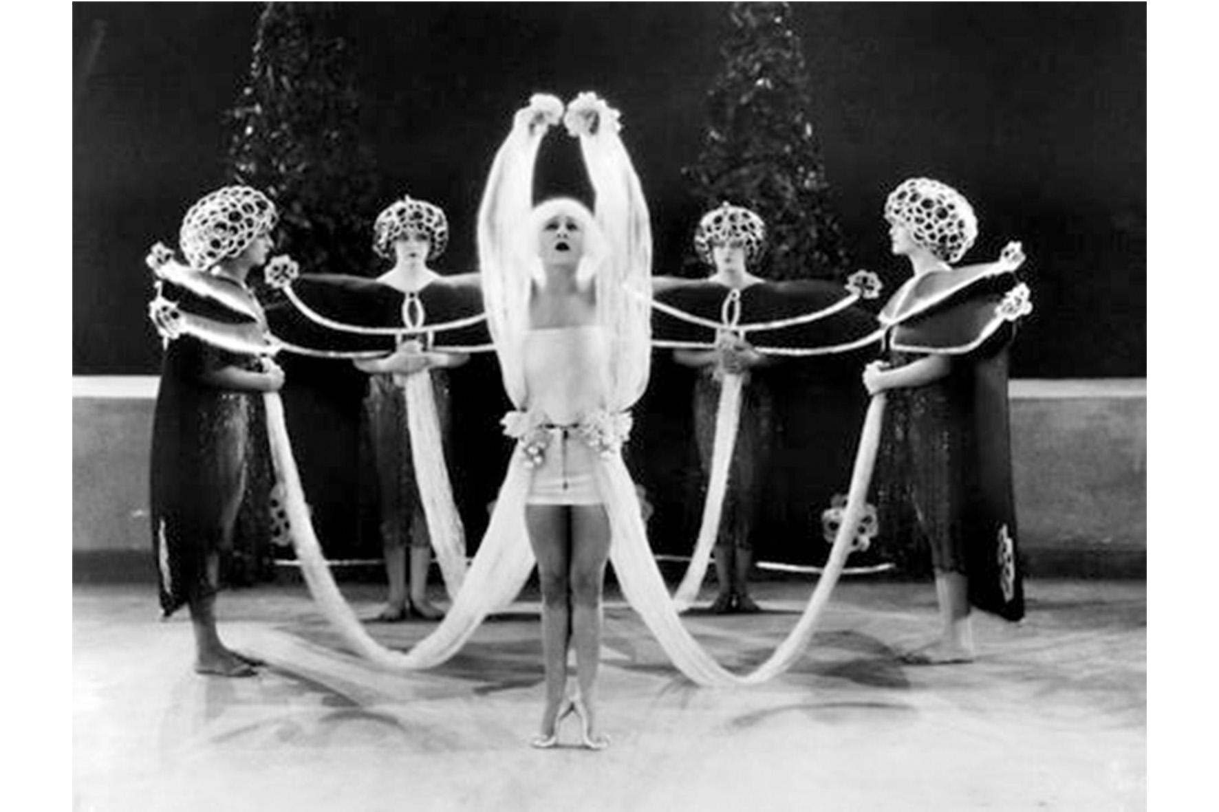 crèdits: Rampova / Fotograma de 'Salomé' (Charles Bryant, 1922), amb vestuari de Natacha Rambova