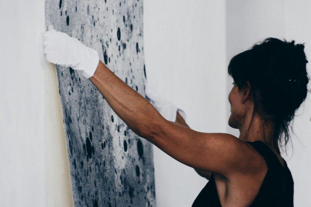 Mònica Fuster revisa deu anys d'obra gràfica a Es Polvorí d'Eivissa